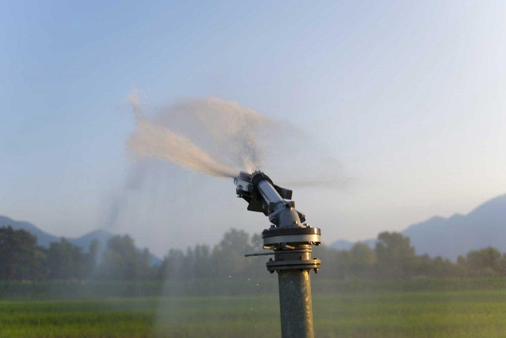 Yarı taşınabilir yağmurlama sulama sistemleri